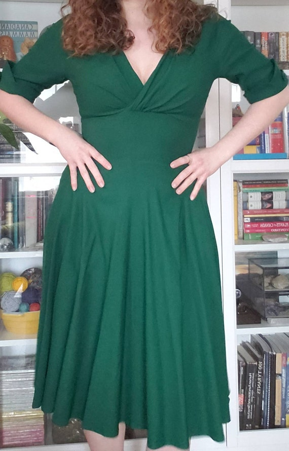 Emerald Green Pin-Up Glamour