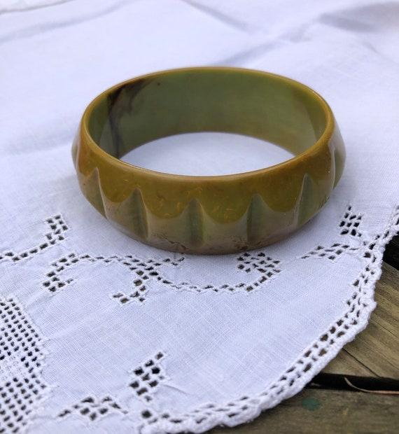 Vintage Bakelite Green Bracelet I Carved Green Bak