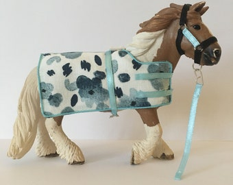 Schleich draught horse stable set - blue and black - schleich horse tack