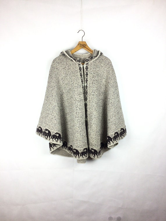 vintage lovely  woolen horses patterned poncho 80s