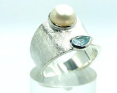 Blue topas ring with freshwater pearl, band ring silver