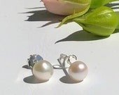 Studearrings with pearls and silver, pearl jewelry