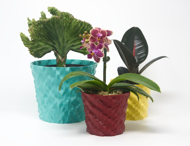 3D printed plant pot algorithmic design in recycled plastic image 0
