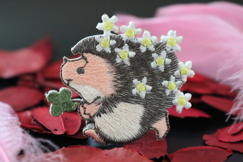 Little hedgehog embroidered patches-Flowers Shamrock Badge,iron on patch,embroidered,edge burn out,Applique Clover
