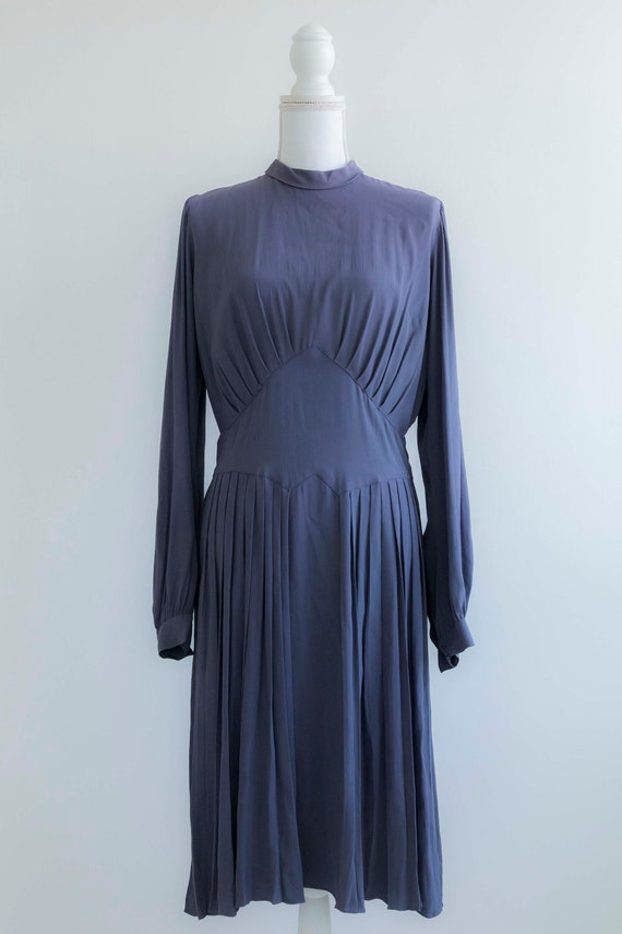 Beautiful 1940s lavender crepe dress