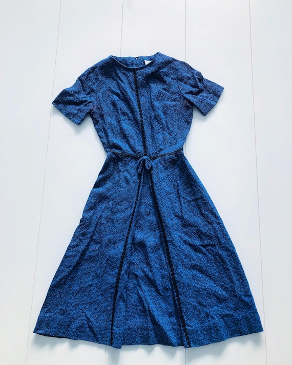 1940s blue dress with a little bow