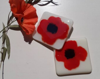 Fused glass poppy coaster set kiln formed art glass for hot or cold drinks homeware gift remembrance handcrafted at Harestanes Glass Studio