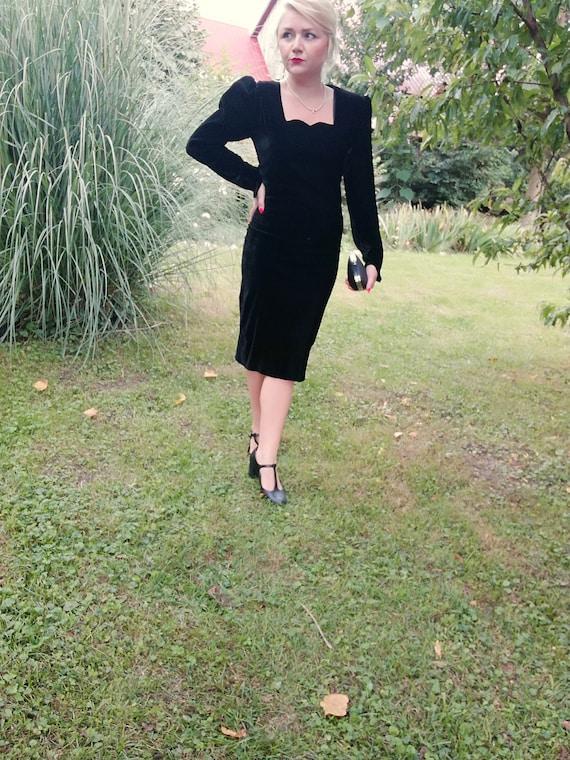 Vintage original 1980s 80s velvet black dress does
