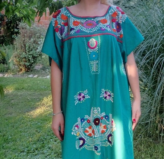 1970s 1980s Vintage Mexican embroidered dress / bo