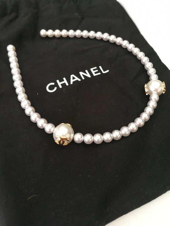 Women's authentic Chanel white pearl headband with