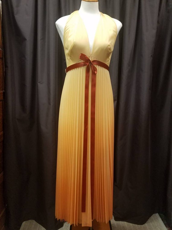 1970s / 80s Vanity Fair sized 32 beautifully pleat