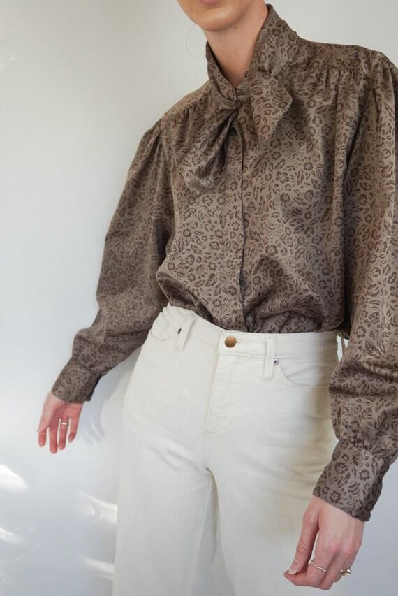 1970/'s Diane Von Furstenberg High Neck Satin Brown Floral Tie Front Secretary Blouse Designer Vintage Lightweight Bow Front Button-Up Top