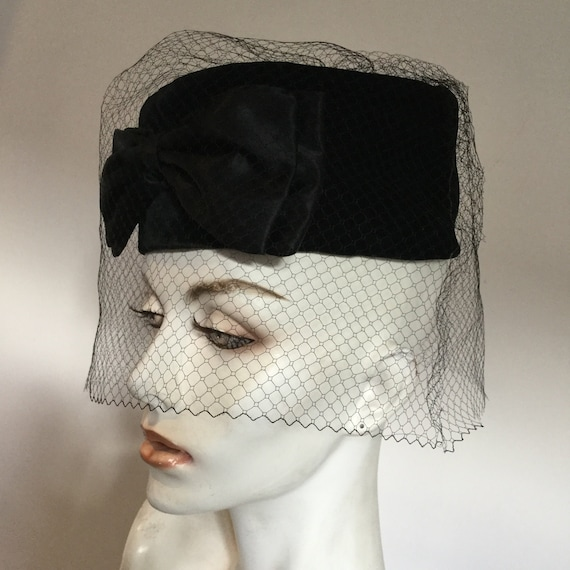 Vintage 1960s Black Velour Pill Box Hat with State
