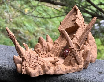 Crashed Ship Dice Tower - Dice Tower for Tabletop RPG and Board Games Like Dungeons & Dragons, Pathfinder Call of Cthulhu, Mork Borg 7th Sea