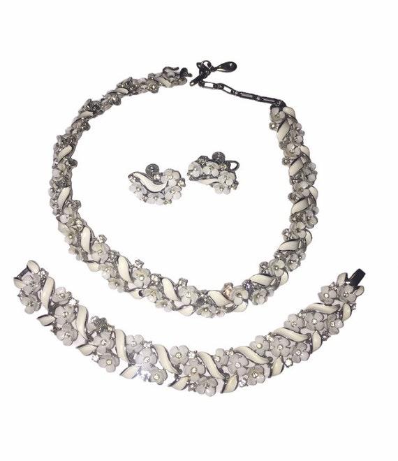 Vintage White Flower Lisner Necklace Set