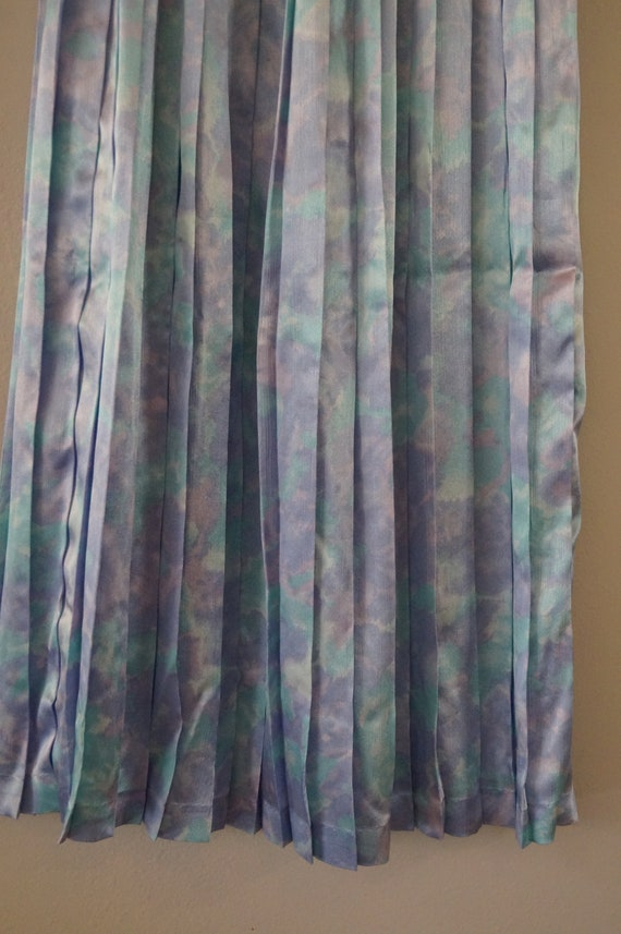 Dreamy Vintage Silky Pastel Pleated Skirt Small/M… - image 4