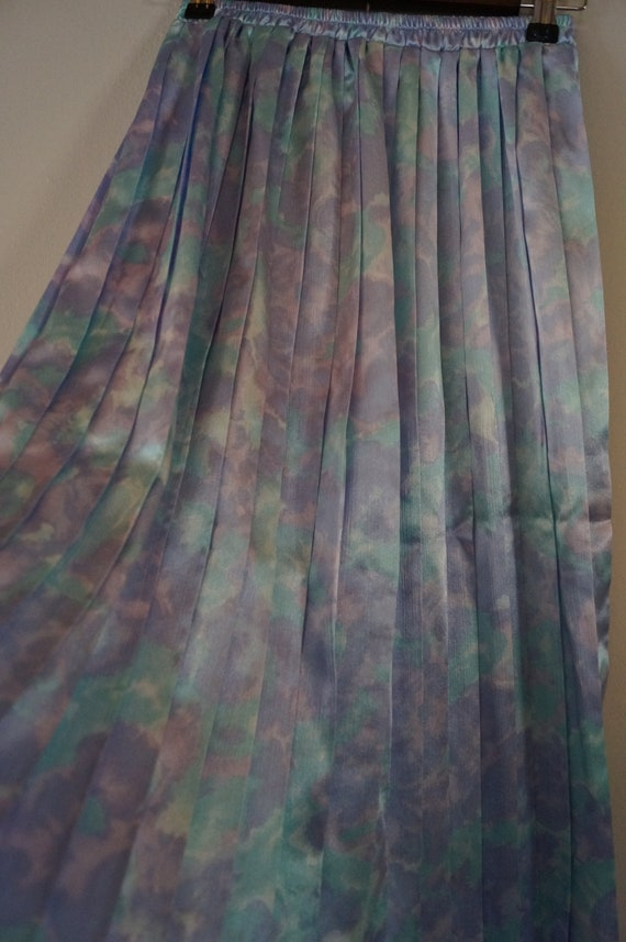 Dreamy Vintage Silky Pastel Pleated Skirt Small/M… - image 6