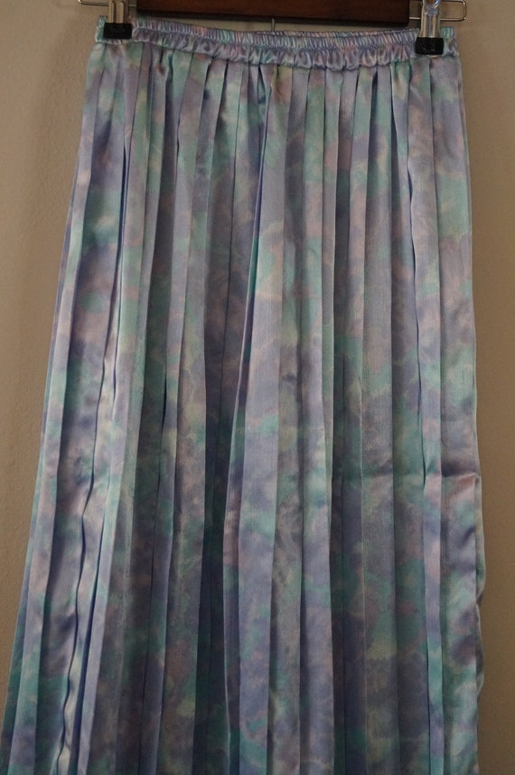 Dreamy Vintage Silky Pastel Pleated Skirt Small/M… - image 3