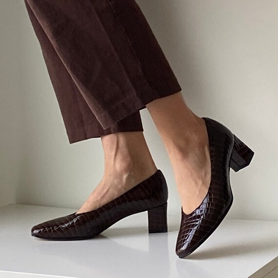 Cocoa Leather Pumps ~ 1990s vintage brown block he