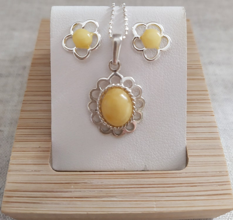 Natural Baltic yellow Amber Pendant,Butterscotch Royal Amber Pendant whith frame Silver 925 Oval Pendant,Sun pendant,Flower pendant