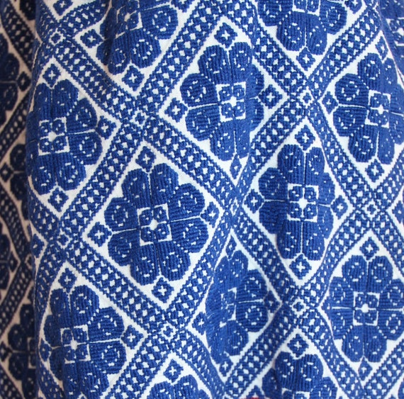 Vintage traditional embroidered Romanian dress - image 9
