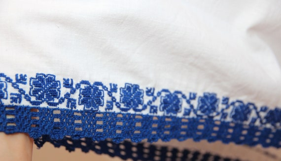 Vintage traditional embroidered Romanian dress - image 8
