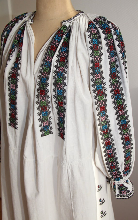 Romanian gorgeous vintage hand embroidered dress w