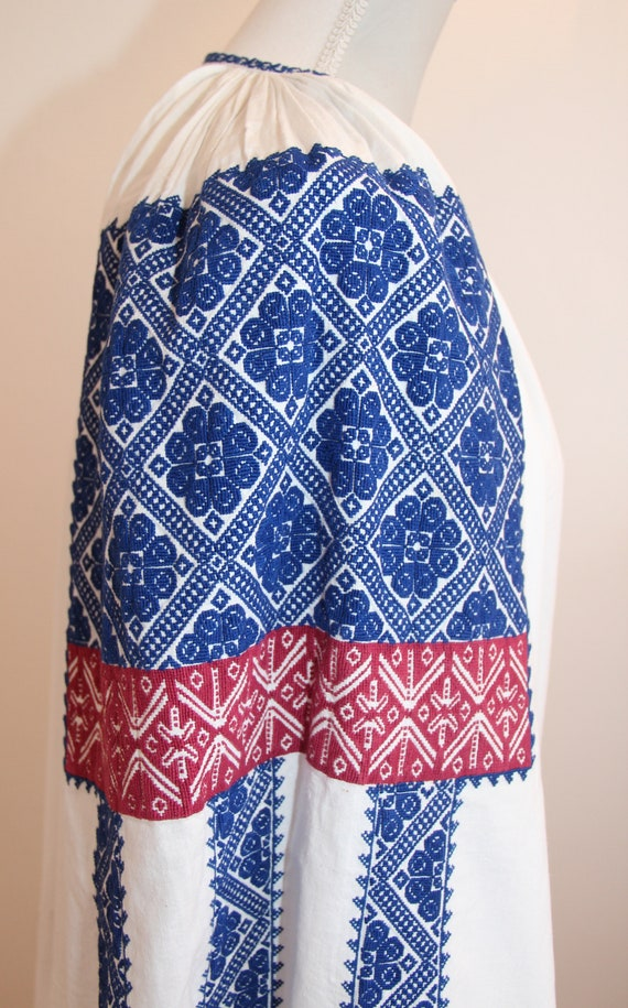 Vintage traditional embroidered Romanian dress - image 5