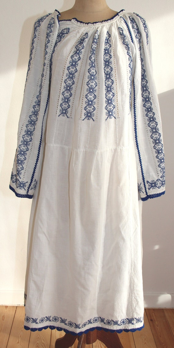 Romanian vintage hand-embroidered dress from Valce