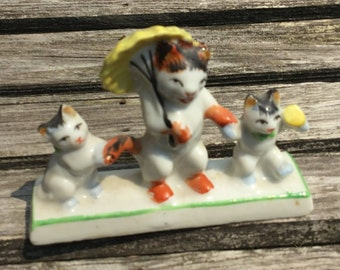 Miniature mother and 2 kittens porcelain figurine, anthropomorphic cat  figurines, mom cat with umbrella, small cat figurine, Japan figurine