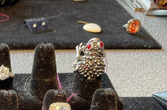 Sterling Silver Ruby-Eyed Frog Ring - image 1