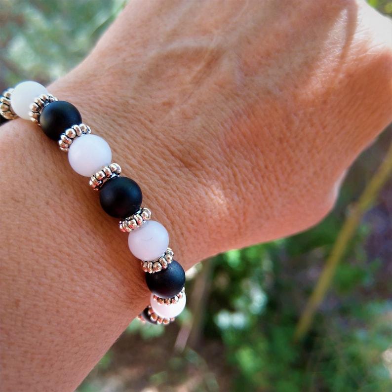 Shiny Gemstone BraceletsCrystal Magnet BraceletUnisex Howlite /& Onyx JewelryHealing BraceletZen Stretch Bracelet with Magnet EndsBoho