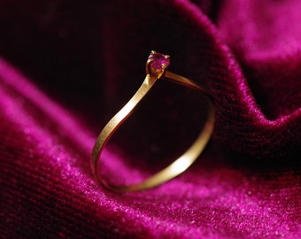 Pointy yellow gold 18k vintage ring with ruby The Daily Jewellery wedding band engagement ring