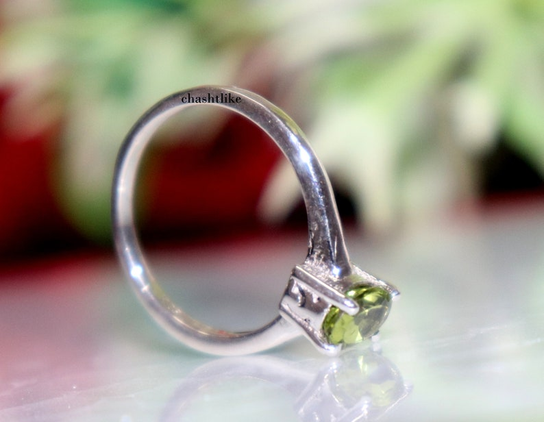 Green Peridot Ring August Peridot Jewelry Gift to her Peridot Gemstone Prong Ring Gift to her Ring Birthstone Ring 925 Silver Ring