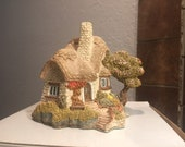 Lilliput Lane Collectible Beehive Cottage - with Deed, booklet, and Original Box