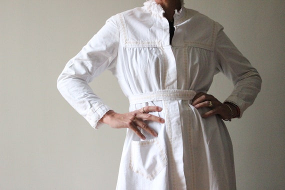 Edwardian housecoat. White cotton Edwardian dressi