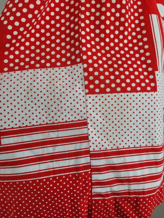 """1960s """"Pack The Basket"""" Red & White Patchwork Pri… - image 6"""