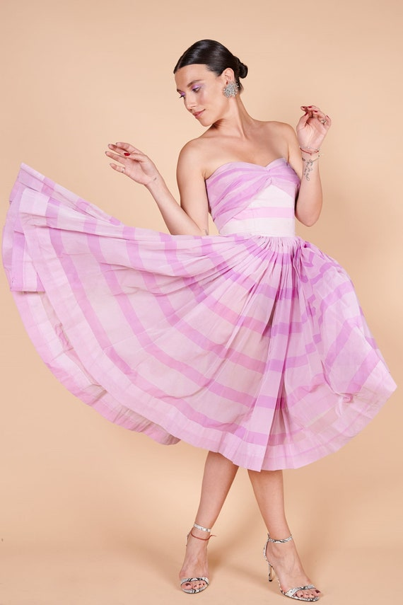 1950s lilac pink, silk organza strapless summer dr