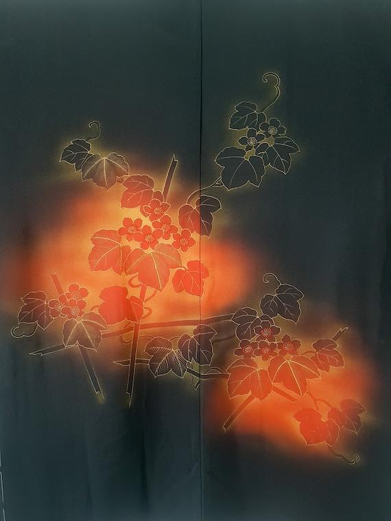 Veste Kimono Haori noir femme motif fleurs rouges,
