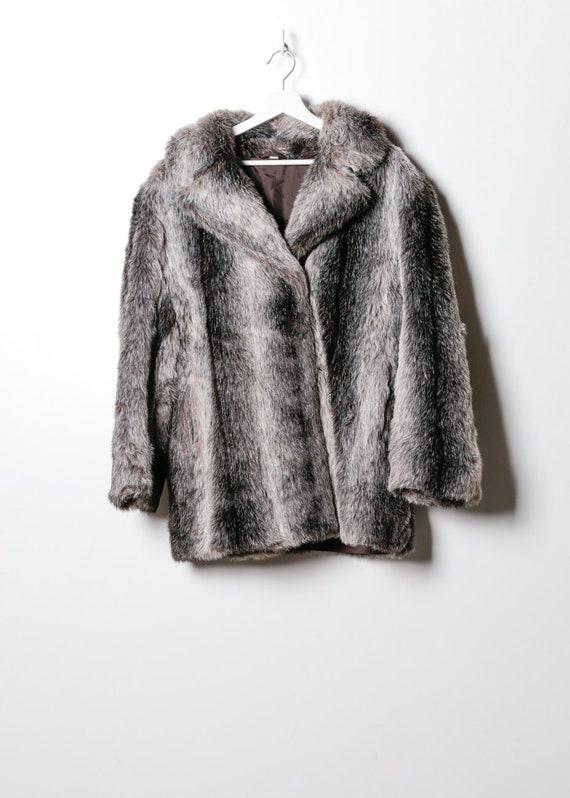 Vintage Women's Fake Fur Coat in Grey