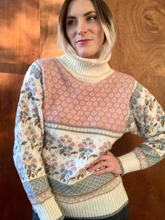 Vintage Turtleneck Sweater   Floral Pastel Vintage
