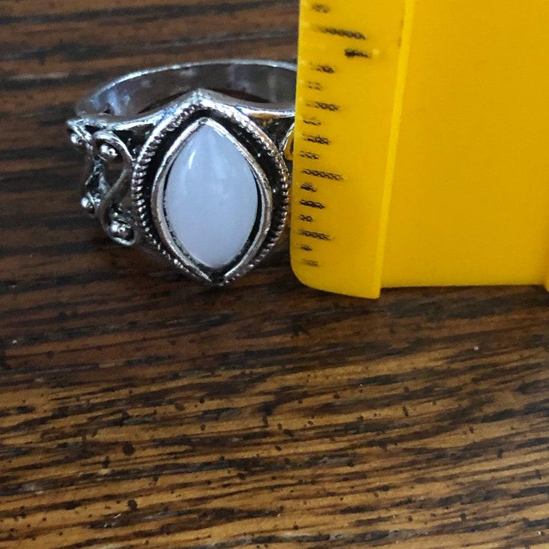 beautiful scrollwork silvertone Moonstone ring size 7