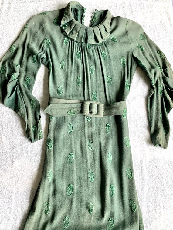 1930s Vintage Green Dress with Belt and Embroidery