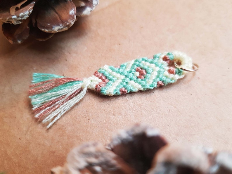 Macrame keychain with diamond pattern multicolored handmade tassel tassel yellow, green, pink