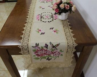 AMT Elegant Vintage Lace Brand New Designed Cross Stitch Floral Embroidered Linen Table Runner/Dresser Scarf: White/Beige