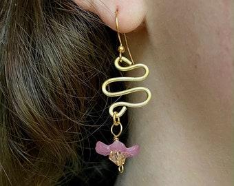Lucite Flower Earrings / Gold Squiggle Earrings / Gold Lucite Earrings / Drop Earrings / Swarovski Crystal Earrings / Gold Flower Earrings