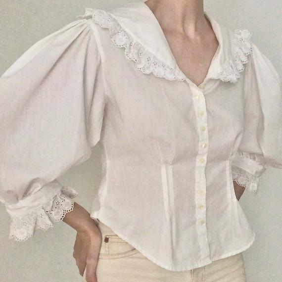 Stunning RARE 80s big huge lace collar blouse eyel