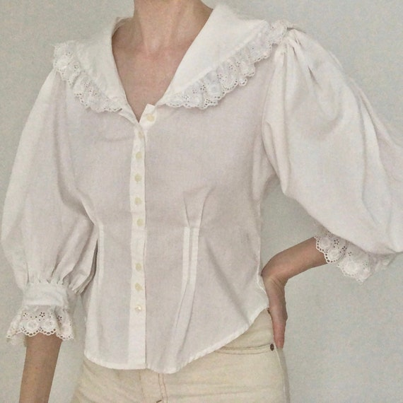 Stunning RARE 80s big huge lace collar blouse eye… - image 3