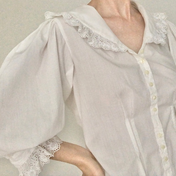 Stunning RARE 80s big huge lace collar blouse eye… - image 4