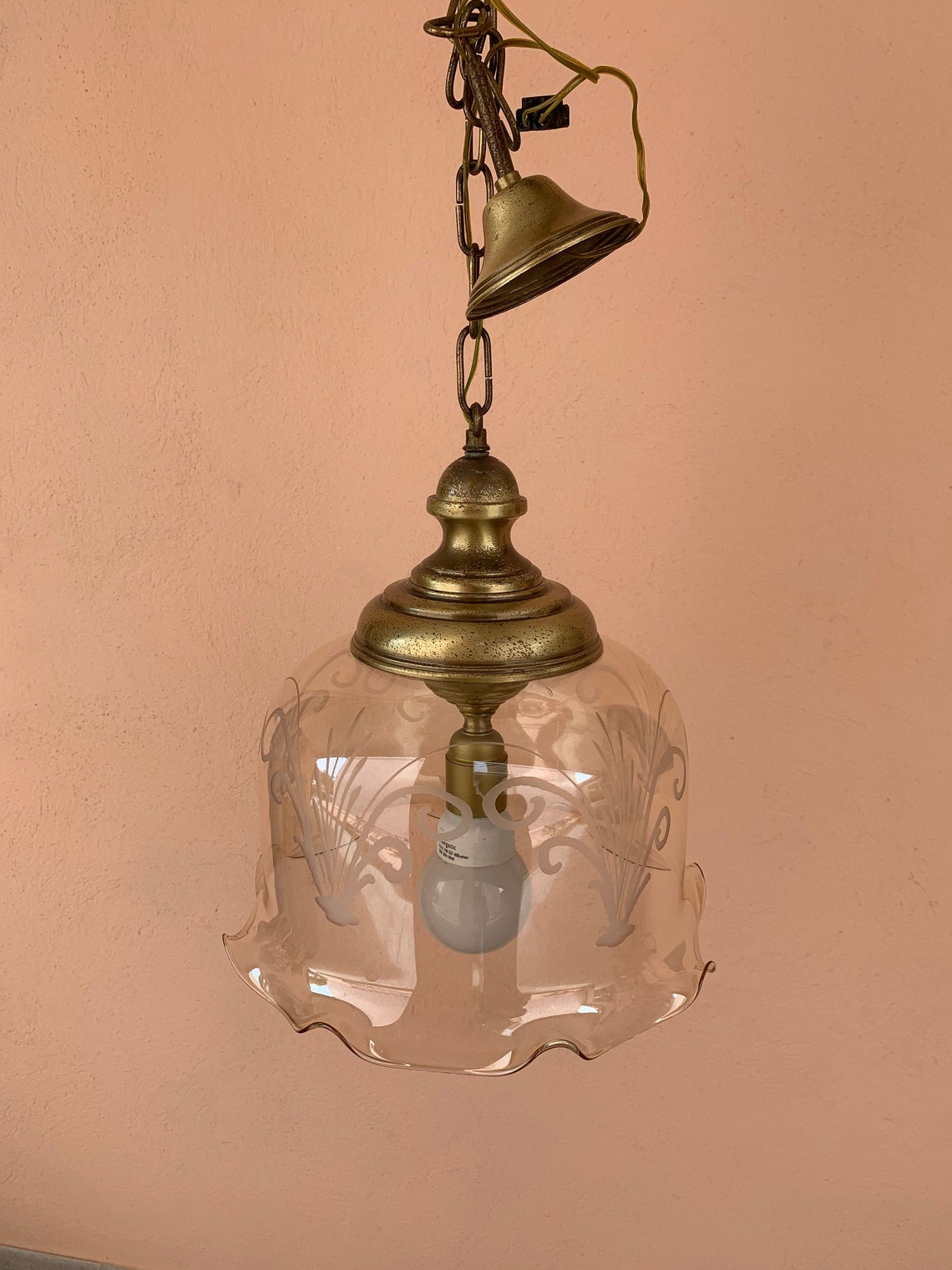 From Italy, vintage 1970 ceiling pendant lamp in glass with frilly edge and brass top - Eclairage
